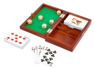 Hrací kostky a karty v dřevěném boxu